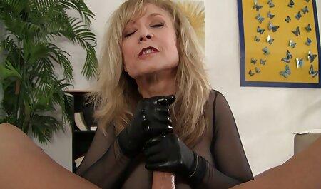 Blonde mengajar di dalam bilik Mandi jolok awek sekolah rakan