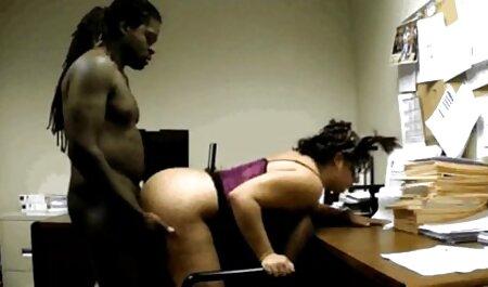 Seks pelacur budak sekolah dengan pria kulit hitam air mata vagina, seorang pelajar.
