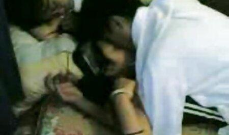Pasangan punya lucah budak kecil pekerjaan di tempat tidur dengan blonde