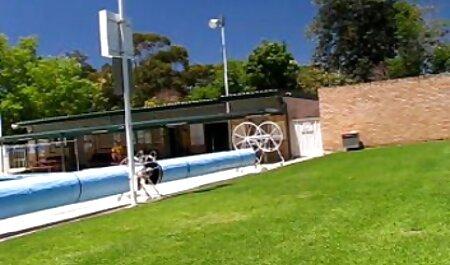 Anak-anak di jalan-jalan pada dua roda video lucah budak sekolah melayu melihat seorang wanita