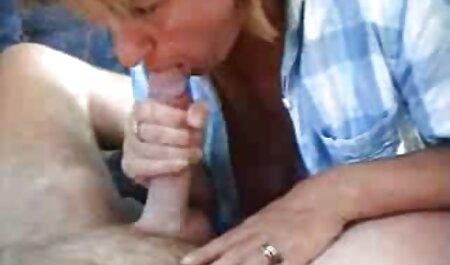 Gadis-gadis muda budak sekolah lucah bersenang-senang dengan cock,